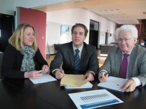 Virginie Pelletier-Colasseau aux côté de Grégory Blanc, adjoint et à l'Économie, et de Marc Goua, député-maire de Trélazé