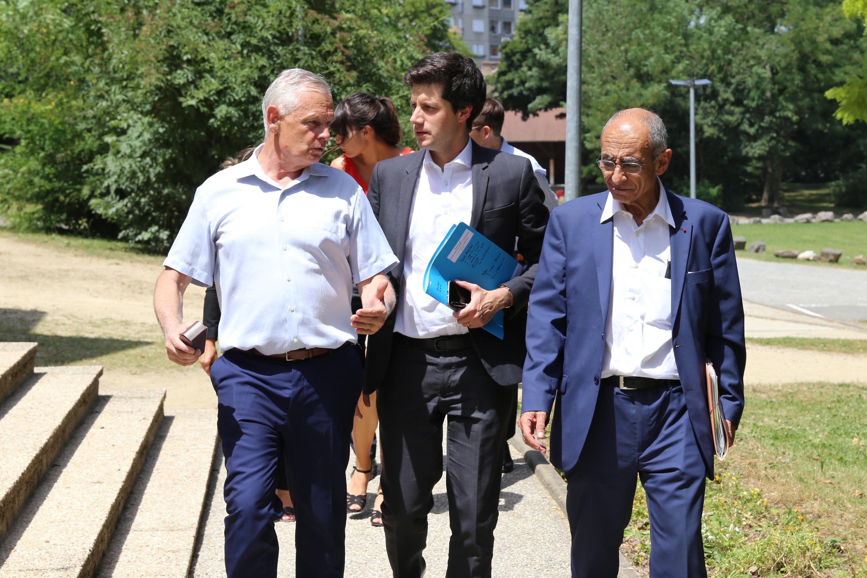 Gilles Leproust, maire d'Allonnes reçoit Julien Denormandie, ministre de la Ville