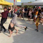 Danseurs qui animent le lancement de chantier de ChapitÔ